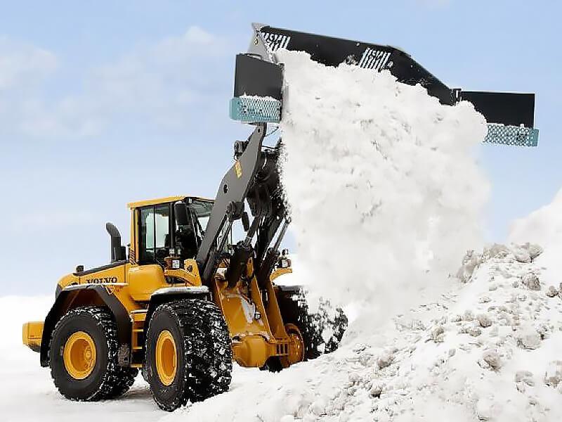 Вывоз снега в Москве 2